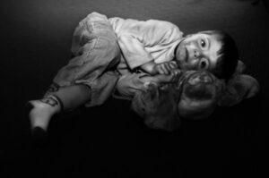 Lee más sobre el artículo Retraso en el desarrollo como consecuencia del abandono físico y emocional